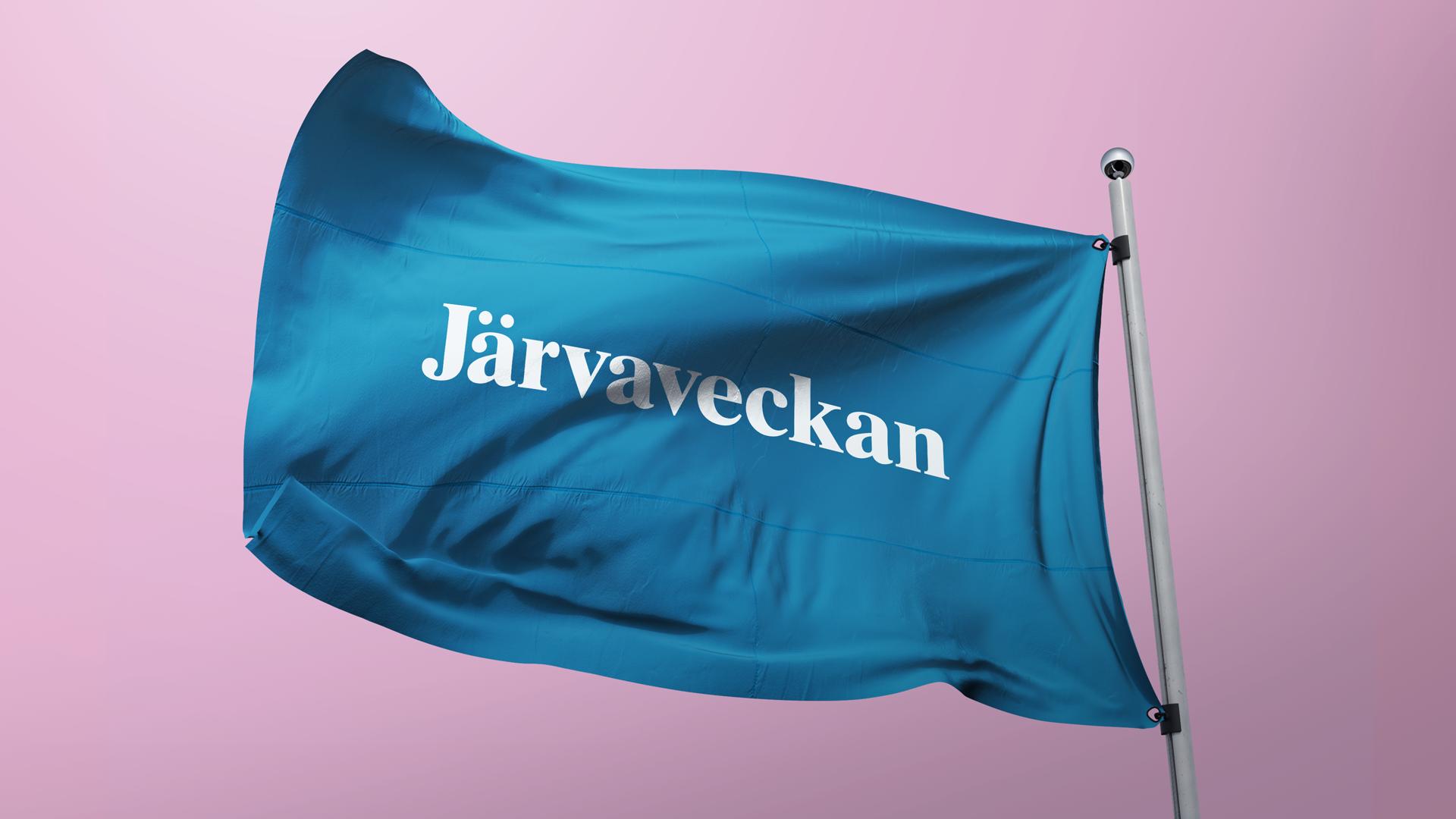 """En blå flagga med texten """"Järvaveckan"""""""